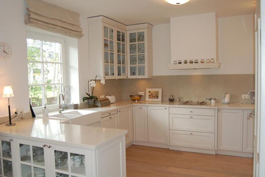 Кухня белая и просторная  фото интерьеров -> Kuchnia Angielska Jakie Dodatki