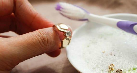 Как почистить украшение с камнями в домашних условиях