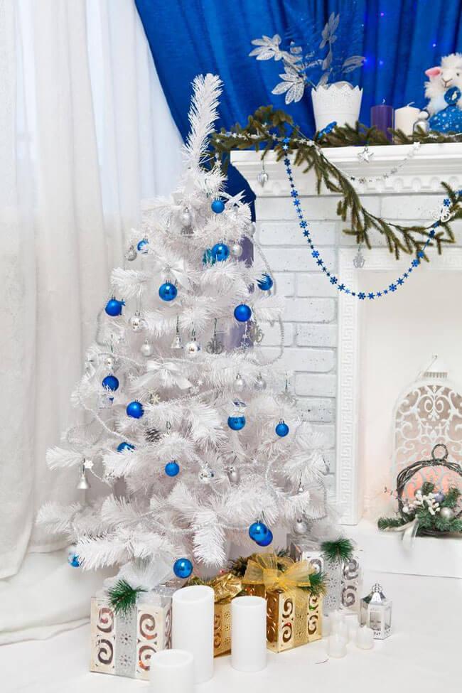 елка бело синяя