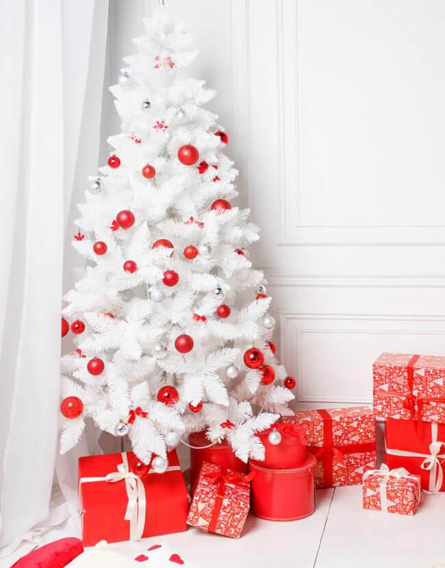 красно белая елка